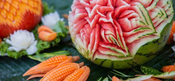 Carving ovocie: Staňte sa umelcami vo vašej kuchyni!