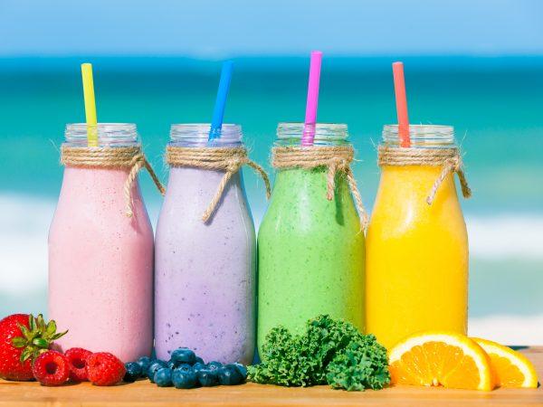 Leto plné chutí! Pripravte si zdravé smoothies bohaté na vitamíny.